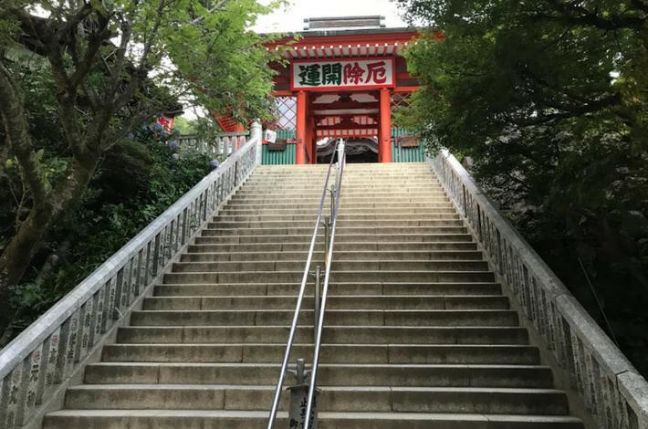高尾山薬王院本堂への階段