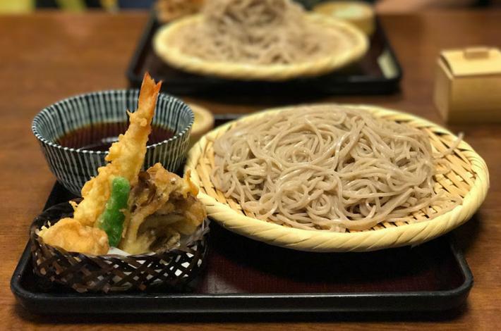 高橋家で天ぷら蕎麦を食べる
