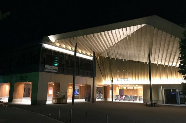京王線高尾山口の夜の駅