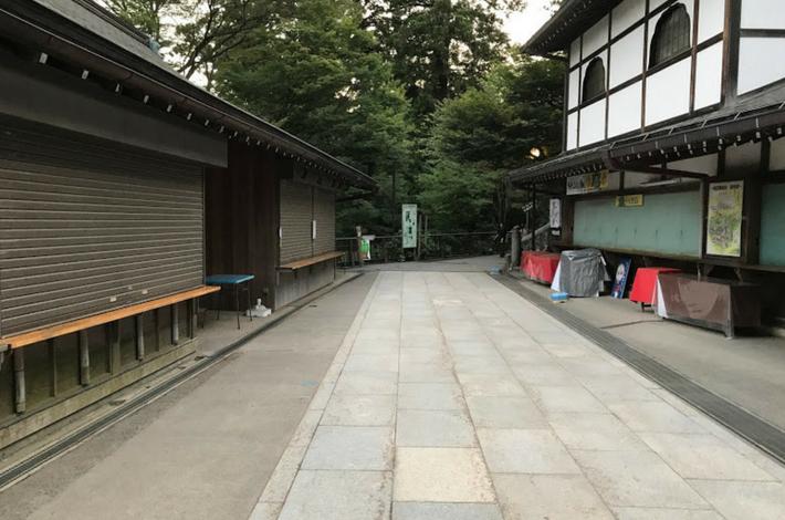 高尾山薬王院のお店が閉まっている