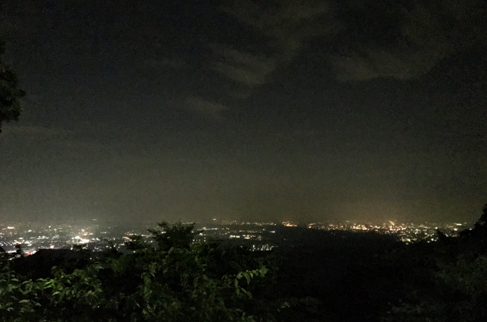 ケーブルカー乗り場の前から夜景