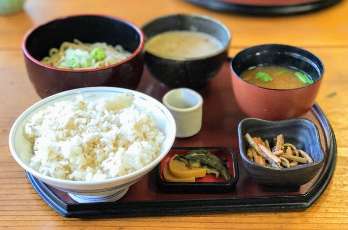 栄茶屋の麦とろ膳(そば付き)