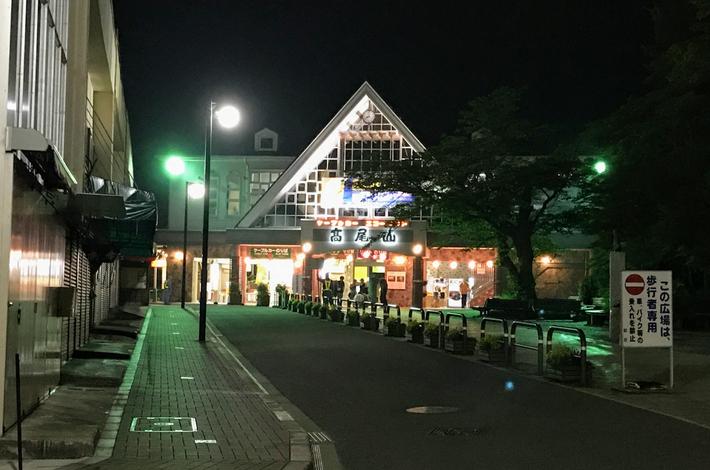 高尾山の夜のケーブルカー乗り場