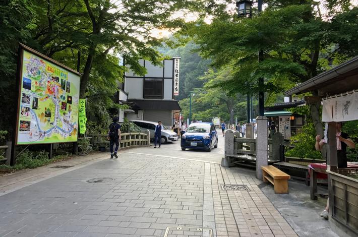 栄茶屋から高尾山へ向かう道