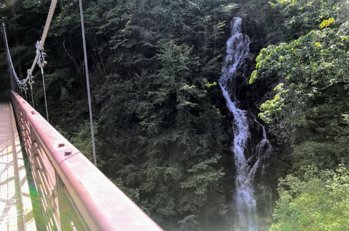 三頭大滝と吊り橋