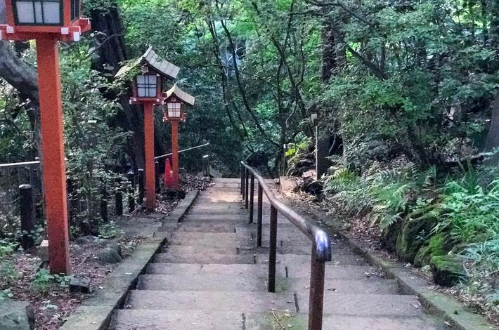 不動の滝へ行くための階段