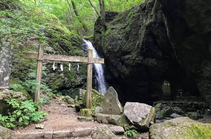 綾広の滝に到着