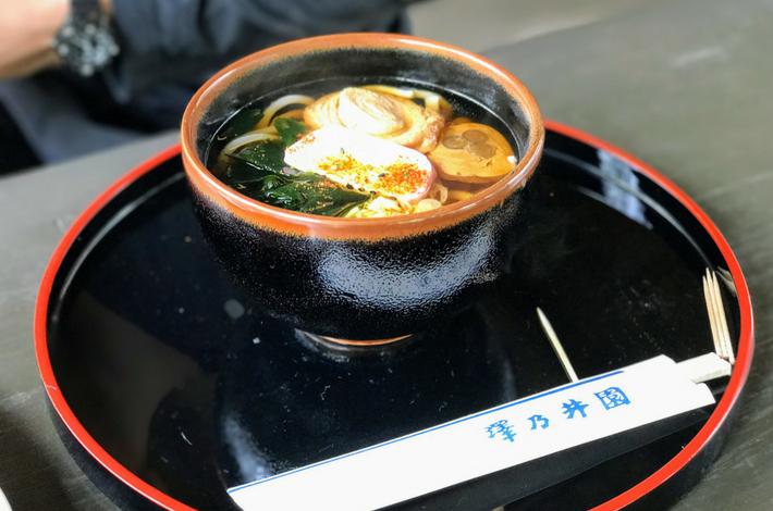 清流ガーデン 澤乃井園あずまやでうどんを食べる