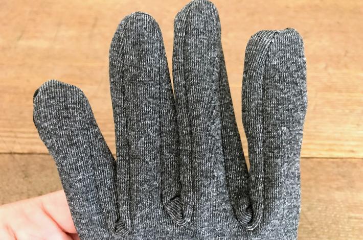 ワークマンの手袋「スタンダードグローブ」の指先の縫製おもて
