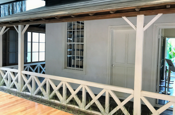 漱石山房記念館の1Fの漱石山房再現展示室の様子