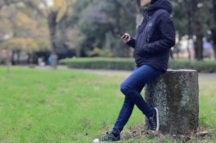 ワークマンプラス ファインドアウト STROM SHIELD WARM ジャケットを女性が着ている全体像