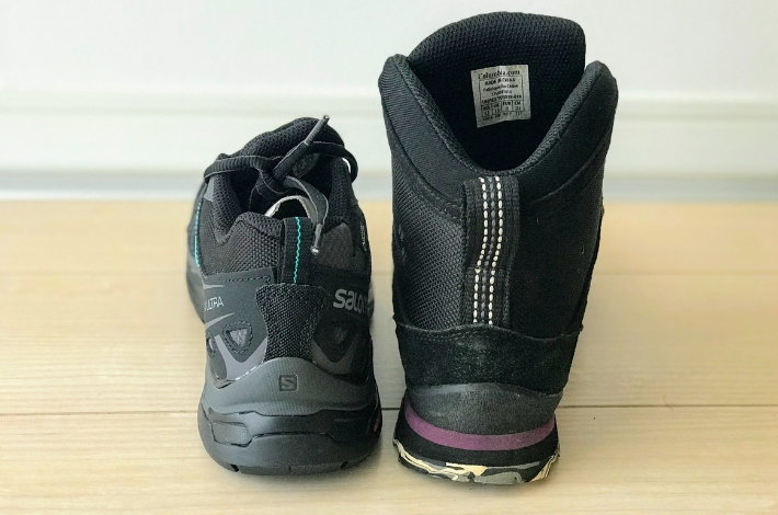 登山靴サロモン X ULTRA 3 PRIME GTXとコロンビア カラサワIIプラスオムニテックを後ろから比較している