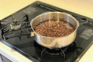 もち麦ダイシモチをゼロ活力なべの中に水と一緒にいれる