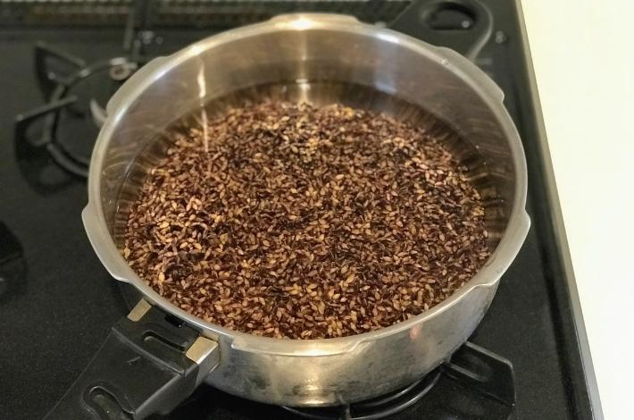 もち麦ダイシモチをゼロ活力なべにいれてこれから炊くところ
