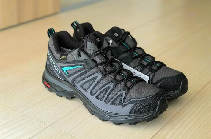 登山靴サロモン X ULTRA 3 PRIME GTXが床に置いてある