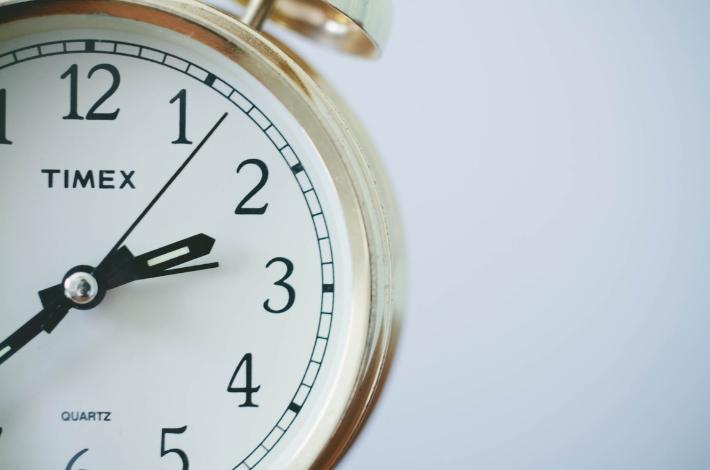 金の置き時計