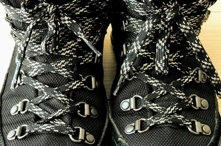 コロンビア カラサワIIプラスオムニテックの靴ひも
