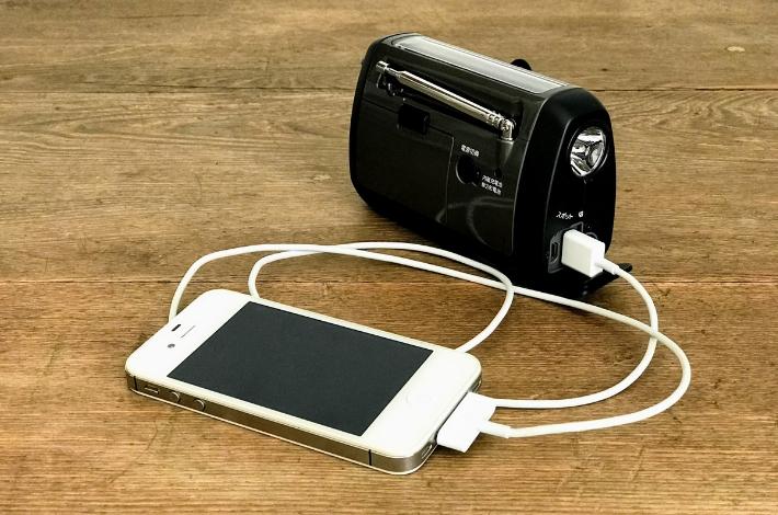 SONY(ソニー) ICF-B99にiPhoneつないで充電してみる